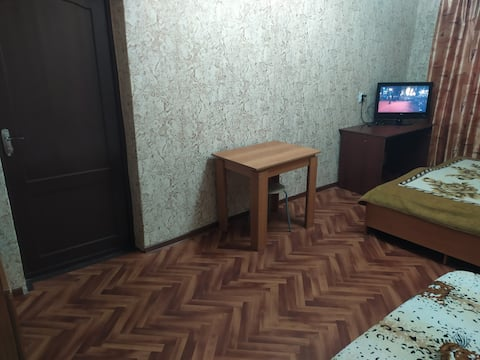 Двухкомнатная квартира 1 линия Пролетарская 138 п4