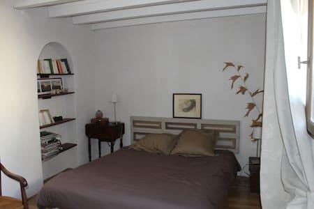 Chambre de charme dans village - Saint-Génies-des-Mourgues