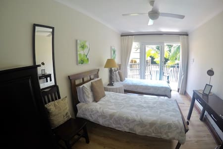 The Brother's Guest House- Durban (Oriole Room) - Durban North - Bed & Breakfast