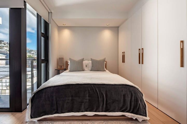 Bantry Bay apartment- Seapoint at its best