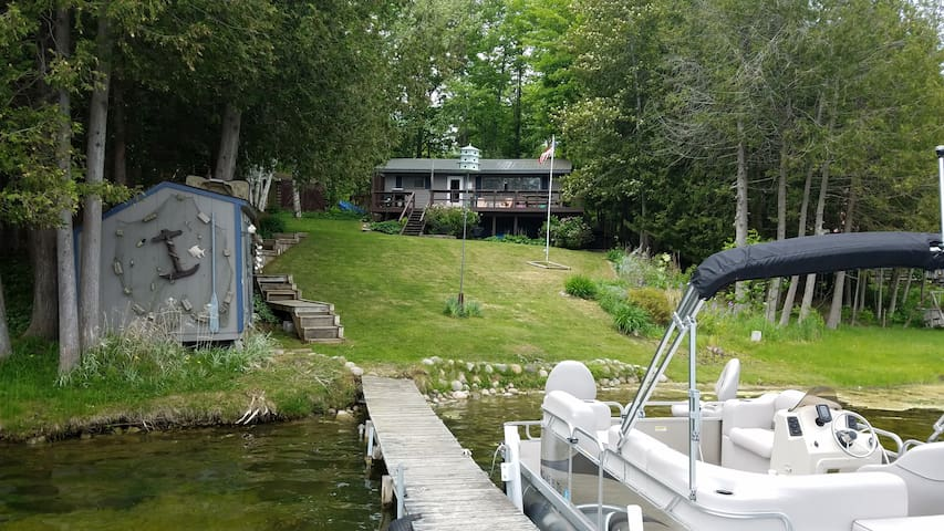 Quiet Lakefront Cottage, Near Ausable River