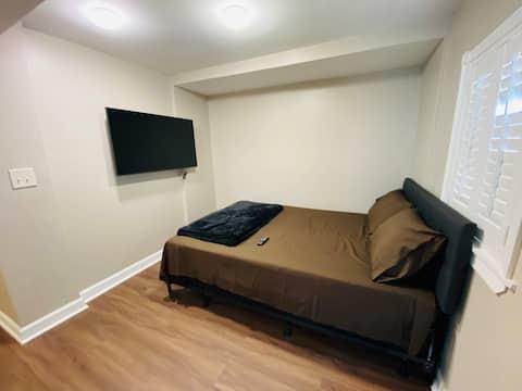 R7 Suite with Private full Bathroom in Bridgeport