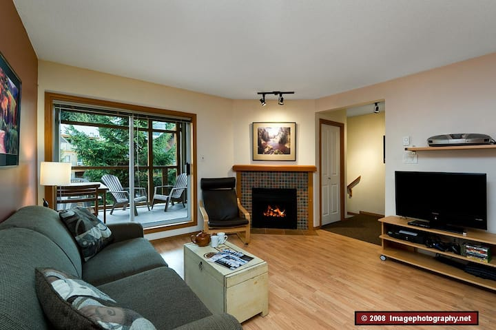 71 Glaciers Reach this 2br home has a hot tub & pool in Whistler Village