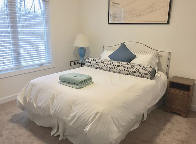 Clean Room in New, Modern Home in Downtown C'ville