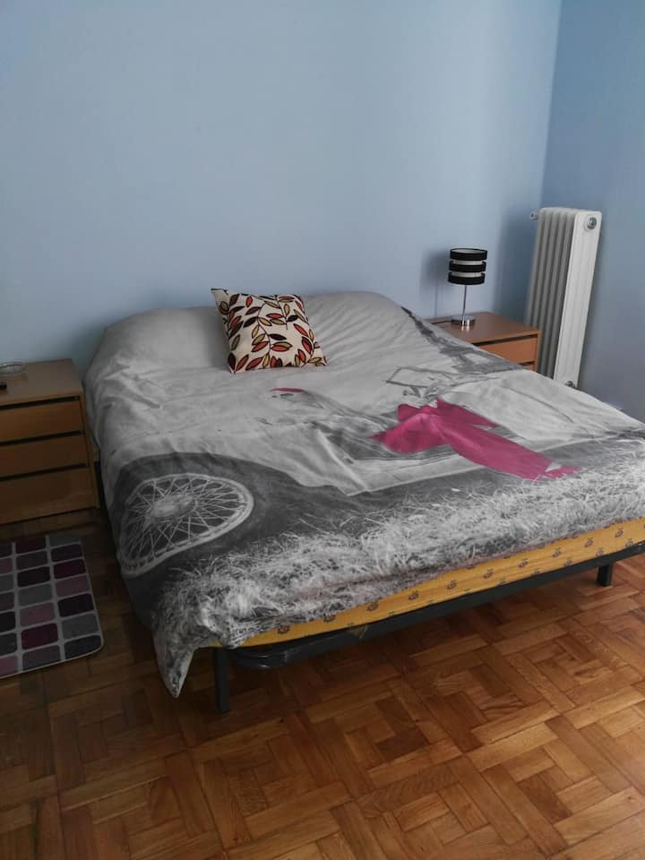 (B)Habitación privada en Pamplona/Room in Pamplona