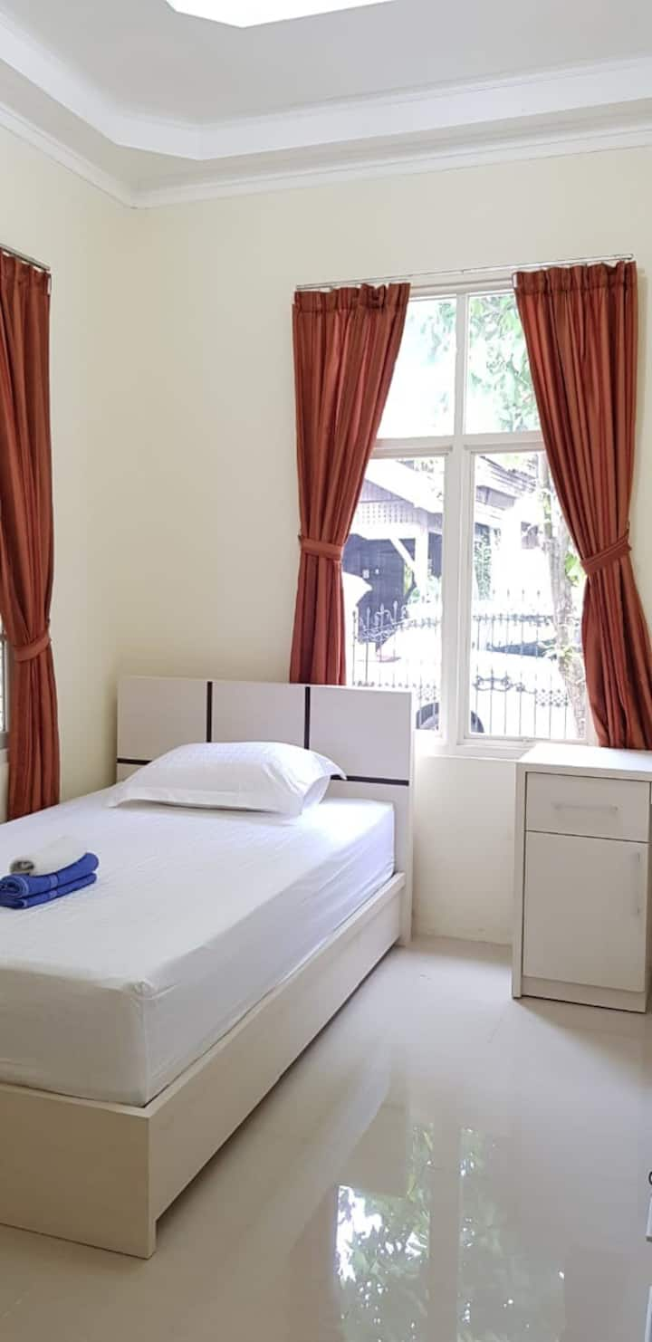 Guest House Anugerah Banjarmasin (Single Room A)