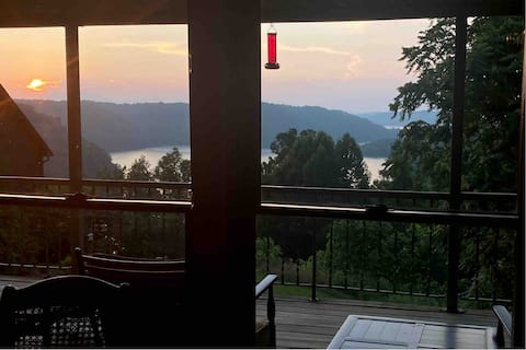 New! Eagle's View Lake House on Dale Hollow Lake!