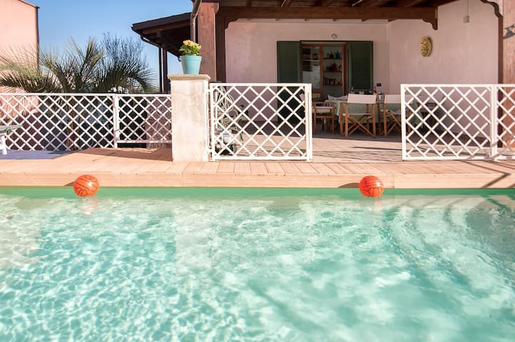Spacious Galatone Villa with Pool - Galatone - Casa
