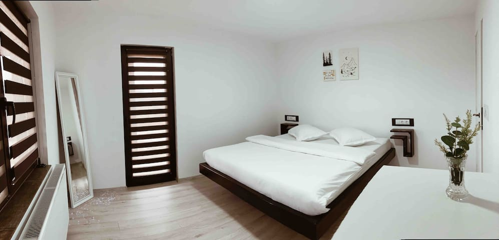 Al treilea dormitor - atmosferă plăcută, design minimalist, culori neutre, relaxare garantată.