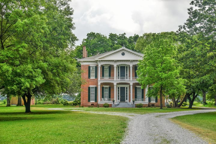 Historic Mississippi River Plantation, Sleeps 24