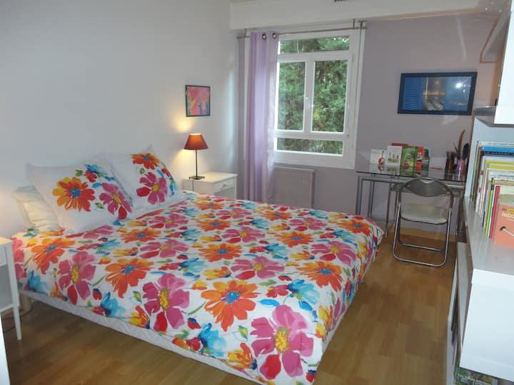 Dormitorio doble y su bagno.