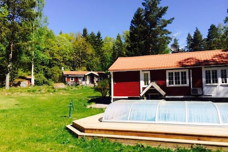 Summerhouse with pool and space for a big family - Linköping N - Дом