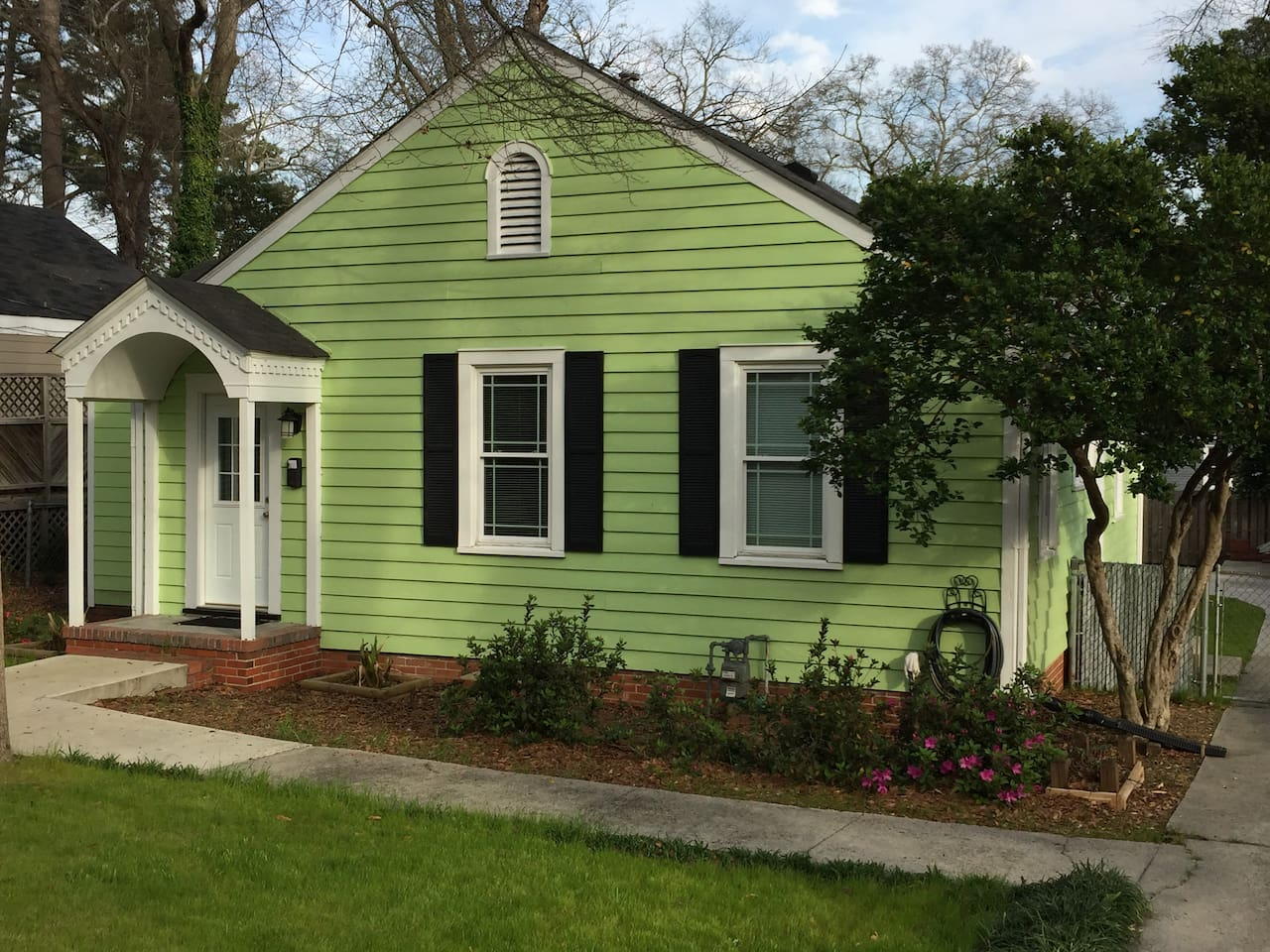 Small Cottage just 1.38 miles from the Masters Golf Tournament