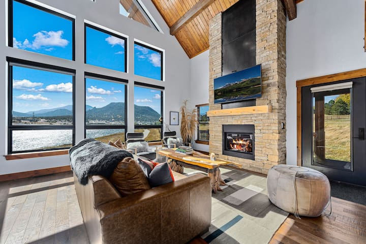 Lake Front Escape - Jacuzzi, Steps to Lake Estes, Indoor/Outdoor Fireplace