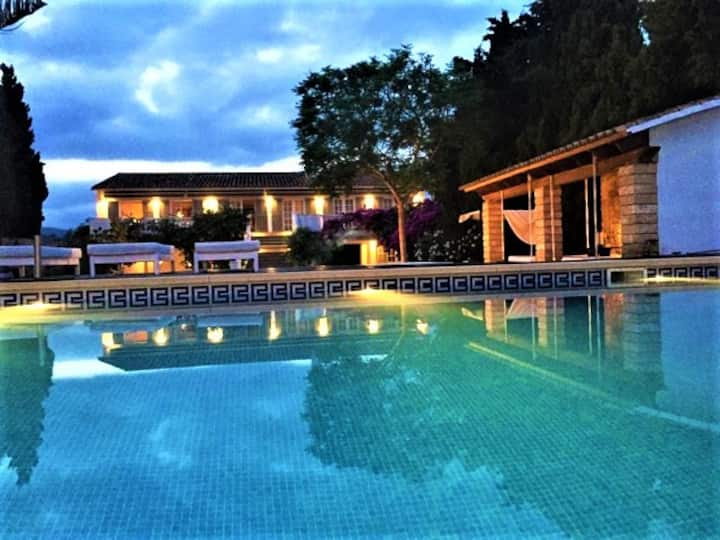 Private APARTMENT in luxurious shared villa 6 ppl