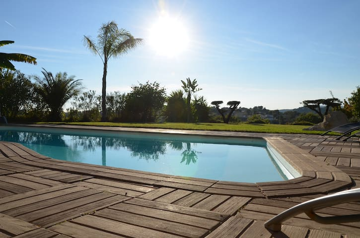 Villa / apartment 100m2 Panoramic view with pool - La Gaude - Rumah