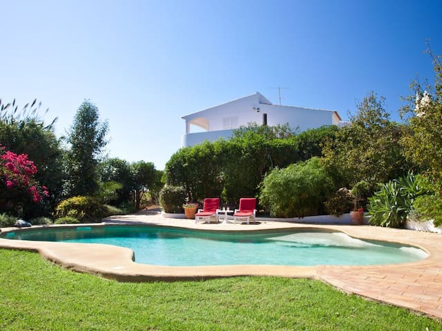 4 Bedroom villa, private pool with seaviews