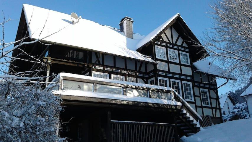 Fachwerkhaus am Rothaarsteig - Hilchenbach - House