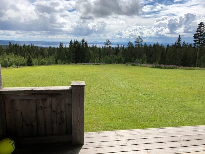 Stuga med oslagbar utsikt i Fryksås Fädbod