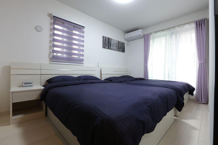 主寝室‼️ ダブルベット2台、シルクのような肌触り!高級ホテルのような雰囲気‼️