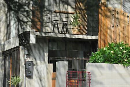 南灣ps. 灣境邊 靜巷內 水泥工業風 獨立出入 私人庭院