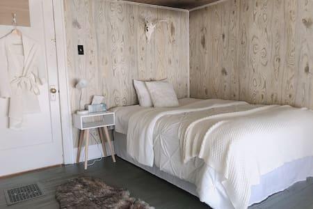 Solo traveler room