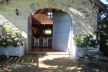 Peaceful, rural location in south west France - Naussac - Ferienunterkunft