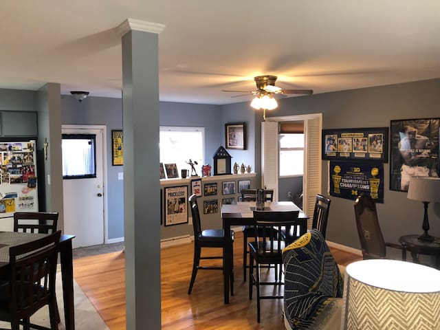 Beautiful Ann Arbor Home near Big House & downtown