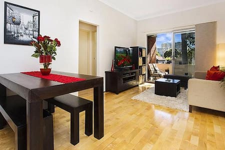 Well presented spacious unit - Kogarah - Daire