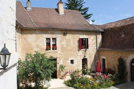 La Bastide du Roy - Villamblard - Guesthouse