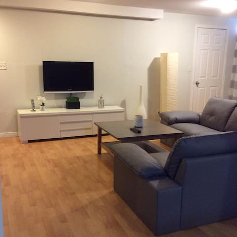 Cozy, clean, quiet basement apartment Mississauga