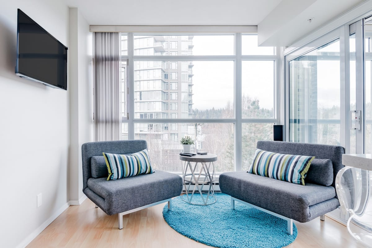 Bright, Relaxed Apartment Overlooking Stanley Park