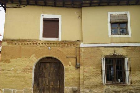 Casa castellana junto al Canal de Castilla,Abarca