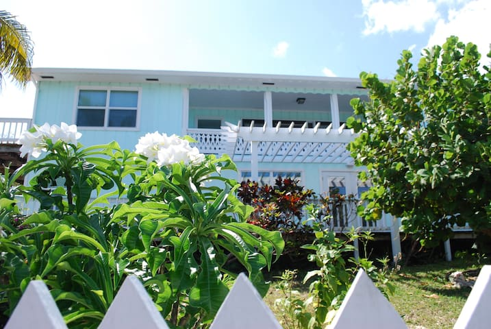 Van Dyke House --Water Views, Close to town - Green Turtle Cay - Haus
