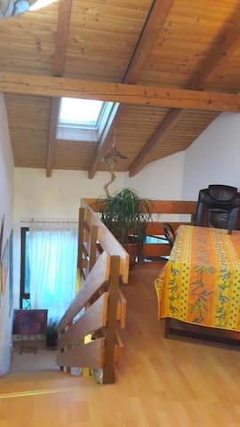 Gemütliche einzigartige Wohnung mit Alpenblick - Kolbermoor - Appartement