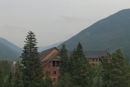 PENTHOUSE IN THE PINES - 1 BEDROOM WITH VIEWS!