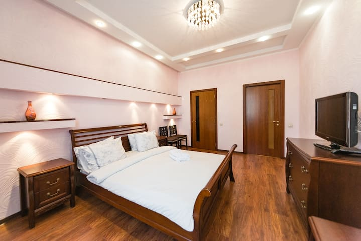 VIP apartment 4 beds  140м2 metro Minska