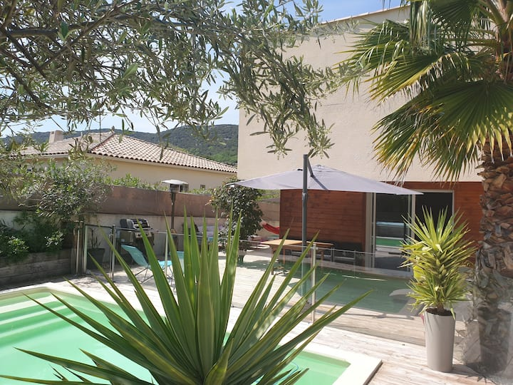 Villa piscine et jardin clos, 15min Montpellier