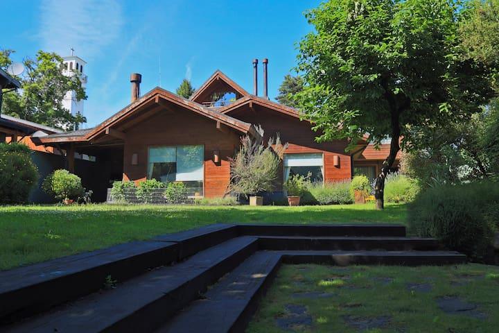Hermosa casa familia, Ubicación privilegiada
