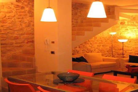Jatta-Casa in pietra centro storico - Conversano