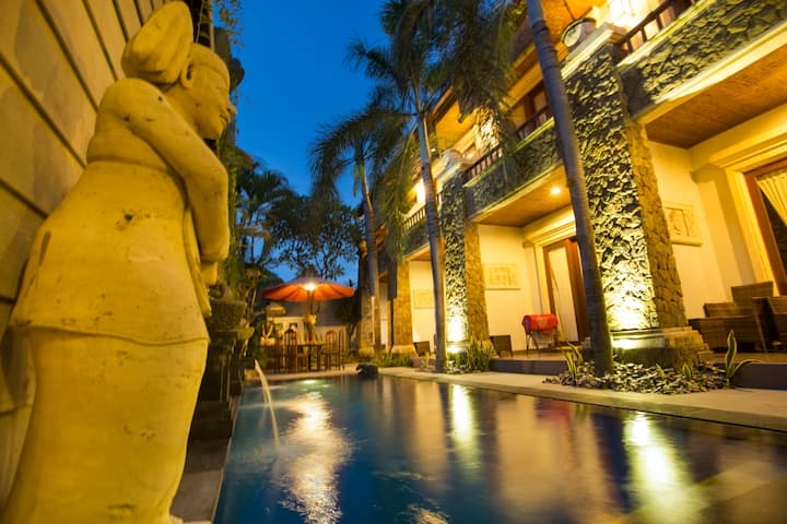 Deluxe Pool Access Huge Room In the heart of Sanur