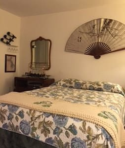 Queen Bedroom with Private Bathroom - Fairfield