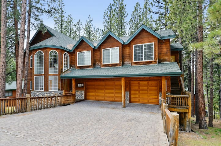Fun Packed Family Home Sleeps 15! - South Lake Tahoe - Huis
