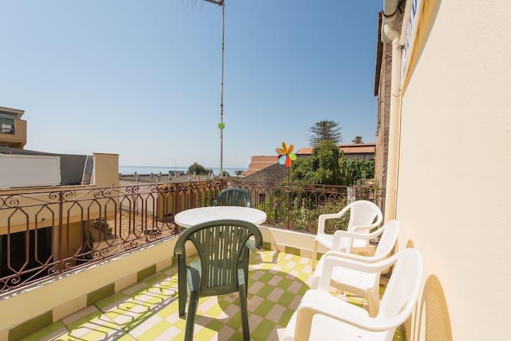 La terrazza sul mare, pressi di Taormina - Houses for Rent in ...
