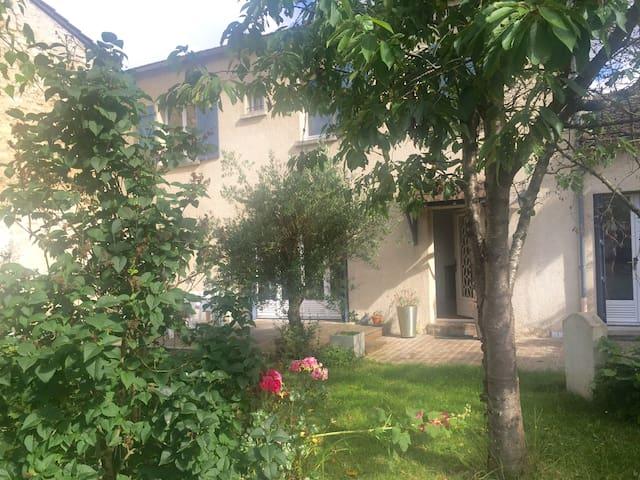 charming house 20 minutes from paris - Saint-Germain-en-Laye - House