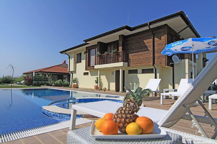 Exclusive Beachfront Villa in Lozenets