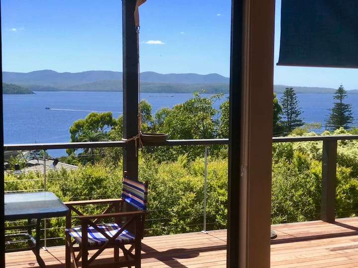 Hillstop - Pet Friendly with Lake Views
