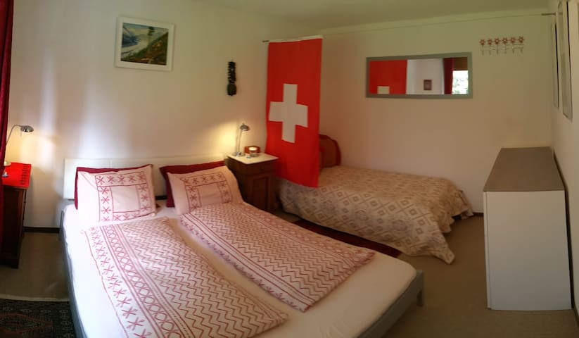 EU King size bed made us Swiss Style of 2 duvets with bottom sheet, Single bed & single floor mattress in bedroom. 2 Pillows for each guest + extra pillows for choice.