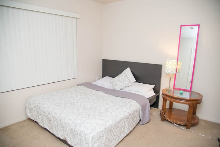 Private Bedroom with private bath - Sacramento - Apartmen