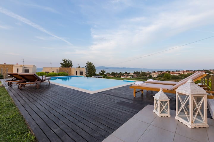 OMG Villa - 2 Private Pools, Amazing Sea Views